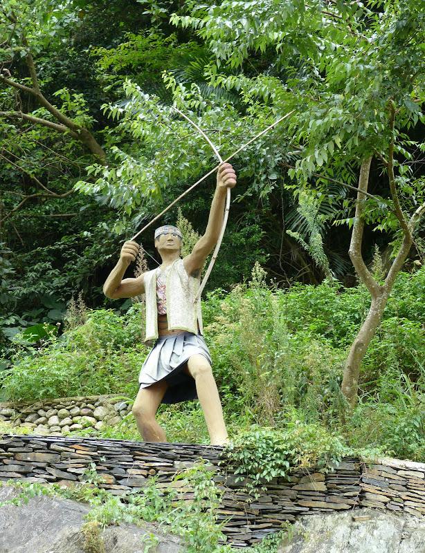 Puli  en passant , entre autres, par les villages de l ethnie Bunum de Loloko et Dili. J 10 - P1160990.JPG