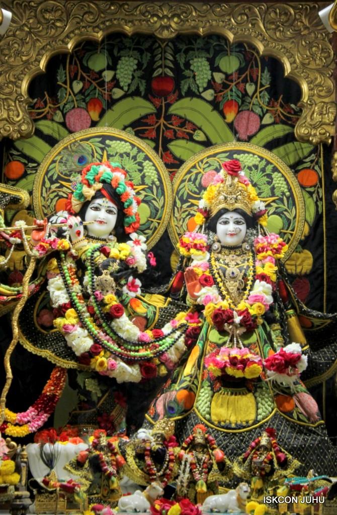 ISKCON Juhu Sringar Deity Darshan on 31st Dec 2016 (5)