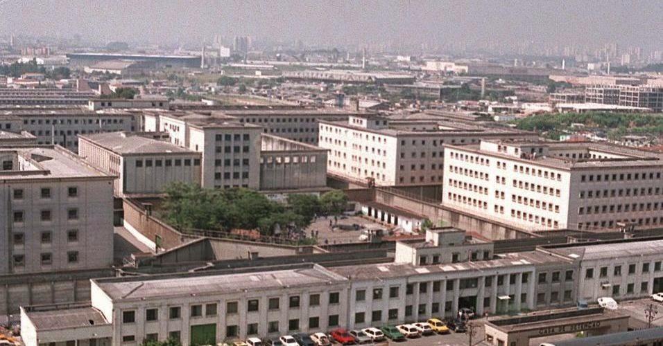 Vista panorâmica do completo penitenciário do Carandiru, 1992. Fotografia: Folhapress.