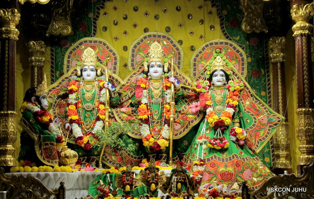 ISKCON Juhu Sringar Deity Darshan on 18th Jan 2017 (24)