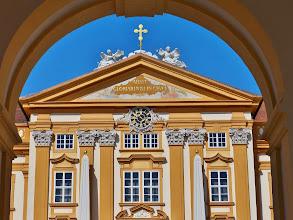 Photo: Benediktinerkloster Stift Melk: Blick durch das Hauptportal.