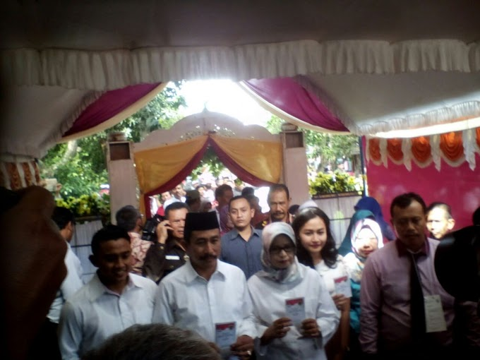 H. Haryanto Datang Ke TPS 7 Menggunakan Hak Pilihnya