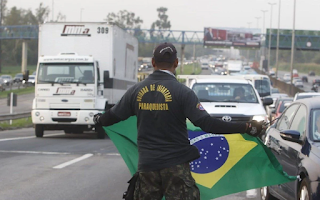 Caminhoneiros fazem protestos pelo Rio de Janeiro