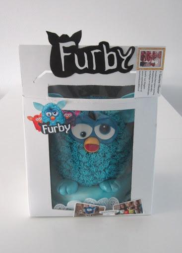 765- Furby Taart in taartdoos.JPG