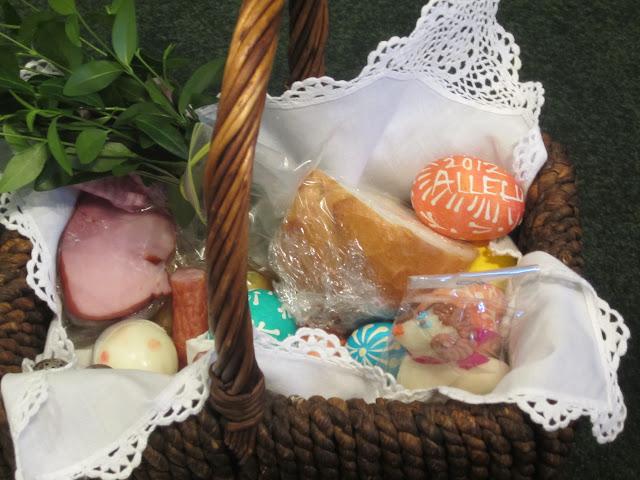 4.7.2012, Wielka Sobota, Świecenie pokarmów, kościół MOQ, Norcross. Zdjęcia E. Gürtler-Krawczyńska - 004.JPG