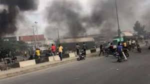 Police officer Killed, others Injured As Lagos Task Force Clash with Motorcylists In Lagos.
