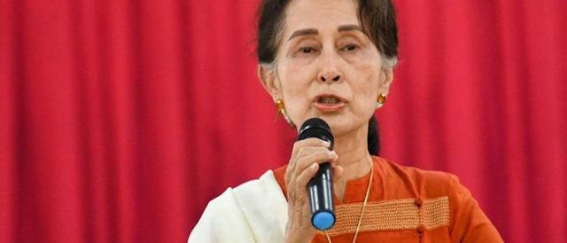 म्यानमारमा सेनाको कूु विरुद्ध भइरहेको प्रदर्शनमा शिक्षक र विद्यार्थी पनि सहभागी