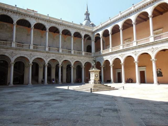 Patio del Alcázar de Toledo