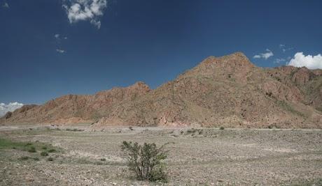 Felsen in Rot- und Brauntönen im Kara Keche Tal