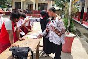 Sambut HGN 75, Guru di Cilamaya Wetan Santuni 500 Siswa Yatim