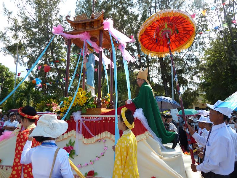 Hai Giáo Hạt Cam Lâm và Cam Ranh hành hương kính Đức Mẹ La Vang tại Giáo xứ Nghĩa Phú