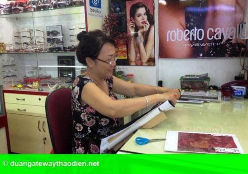 Hình 2: Kinh doanh ế ẩm trên phố đi bộ Nguyễn Huệ