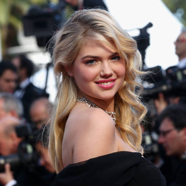 Kate Upton: One of the most sought after international model, Kate Upton has been there and done that. Yes, this twenty something model has already featured in American Vogue, Vogue Espana and Vogue Italia.