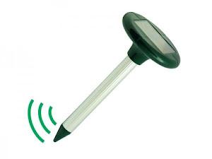 Dispozitiv - alarma sonica pentru alungat cartite cu alimentare solara
