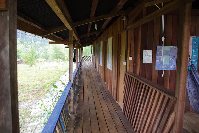 Les Carbets de Coralie (Crique Yaoni) sous la pluie, 1er novembre 2012. Photo : J.-M. Gayman