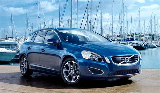 Volvos garage 2011 a volvo revelou edies especiais dos modelos v60 xc60 v70 e xc70 com temas nuticos em homenagem competio de vela ocean race que comea na espanha fandeluxe Image collections