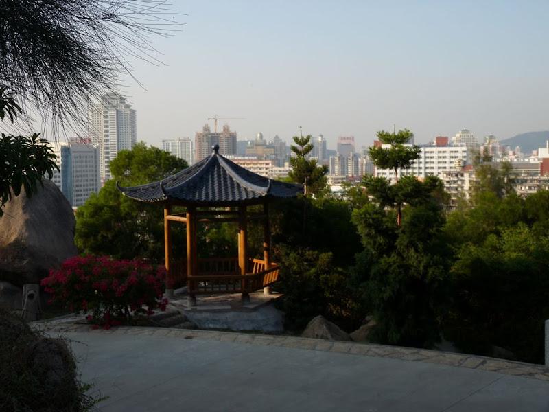 Xiamen.jardin botanique.La ville à portée de fusil