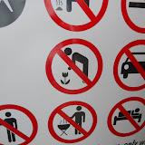Тут собраны запрещающие таблички на разные темы: не мусорить, не рвать цветы, не устраивать пикники, не заезжать на машине