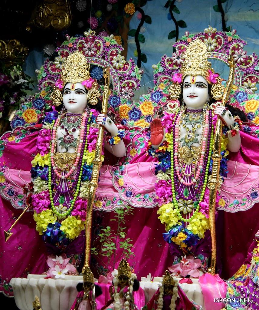 ISKCON Juhu Mangal Deity Darshan on 25th Aug16 (18)