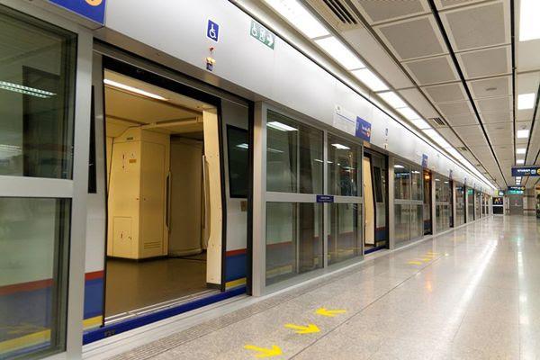 du lịch thái lan giá rẻ bằng tàu điện ngầm bangkok
