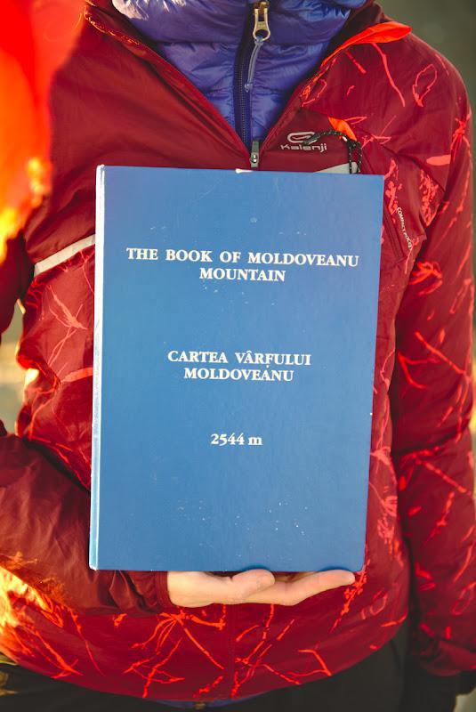 The book of Moldoveanu. Suna a balada epica medievala.