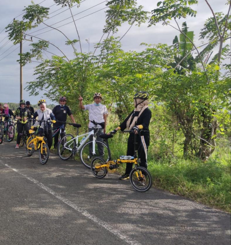 Ketua DPRD Kabupaten Soppeng Bersepeda ke Tempat Kerja