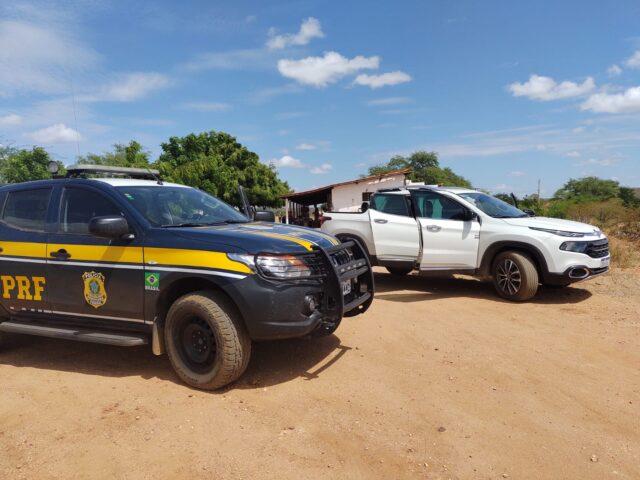 PRF recupera no sertão paraibano veículo roubado no Rio Grande do Norte