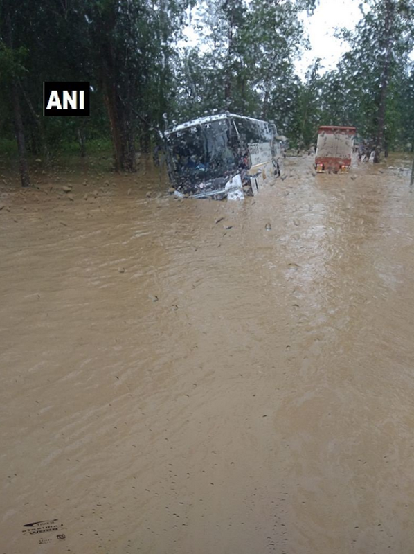 Wayanad: A Karnataka State Road Transport Corporation (KSRTC) bus is stranded in a flooded street in Sultan Bathery, india, 15 August 2018. Photo: ANI