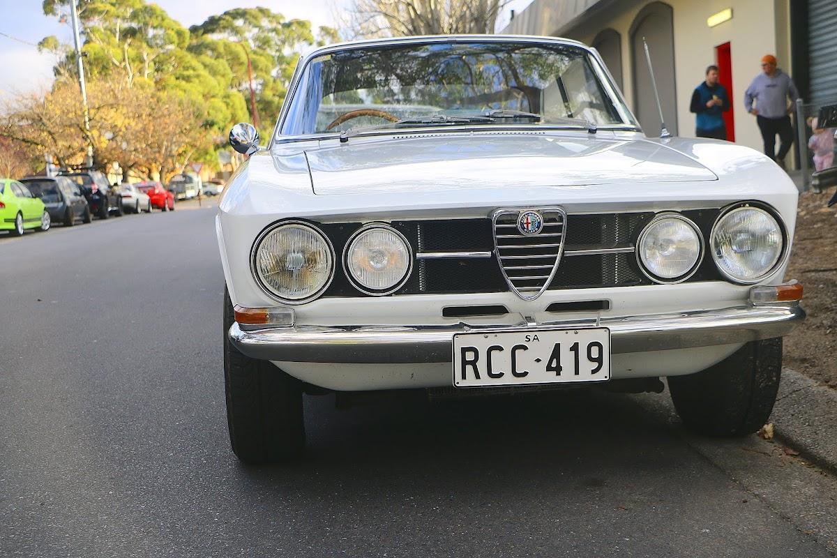 Alfa Romeo GTV 2 Front.jpg
