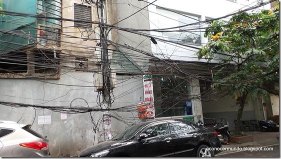 Hanoi. Flashes callejeros. Enmarañado de cables