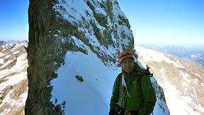 Brèche du glacier Carré ou arrive les premières cordées de la traversée.
