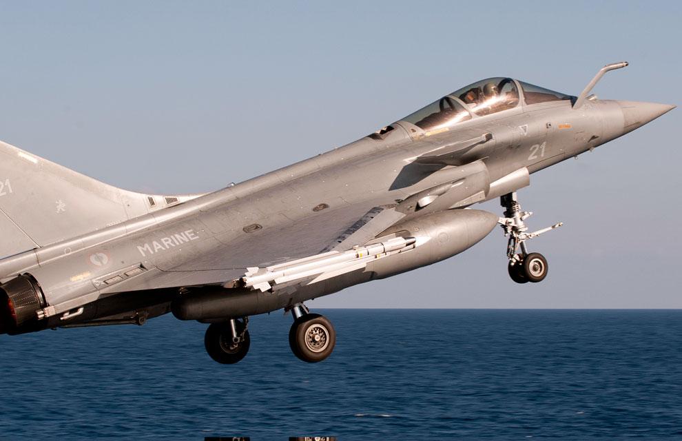 https://lh3.googleusercontent.com/-8RKs8FMVGOI/TYlX5FYFzHI/AAAAAAAAAoA/VetLehk39dU/s1600/libye-premiere-mission-aerienne-pour-la-tf-473-5.jpg