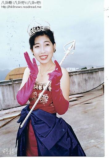 黎芷珊也有扮鬼扮馬的一面,當年戴上後冠拿著權杖,搞笑扮香港小姐。(資料圖片)