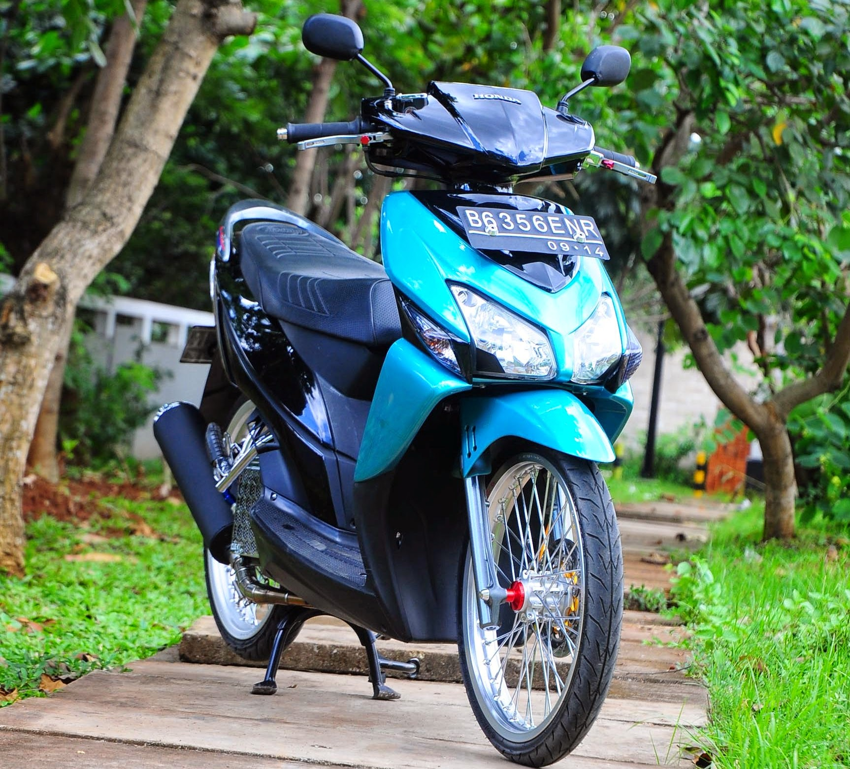 Scoopy Modifikasi Velg 17
