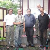 À Anutchino : Vadim Zaritskyi, Guillaume Meissonier, Jean Michel, Gérard Charet et leur hôte, 3 juillet 2011. Photo : G. Meissonnier