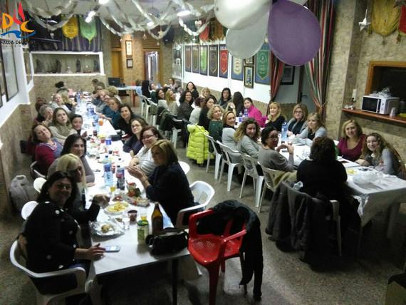 Extraordinario ambiente en la cena de la comisión femenina