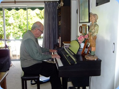 George Watt entertaining the membes on the Clavinova. Photo courtesy of Dennis Lyons.