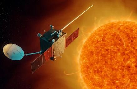 Μια τεράστια έκρηξη καταγράφηκε στον Ήλιο για πρώτη φορά από τρία διαφορετικά όργανα