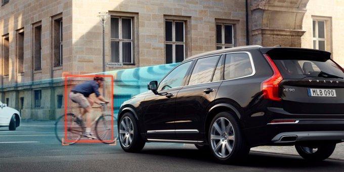 Xe tự lái đầu tiên của Uber, là một chiếc Volvo.