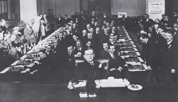 1925 Alekhine blindfold exhibition against 28 opponents