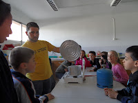 http://blocs.xtec.cat/santignasi3r/2013/04/22/experiments-els-canvis-destats-de-laigua/
