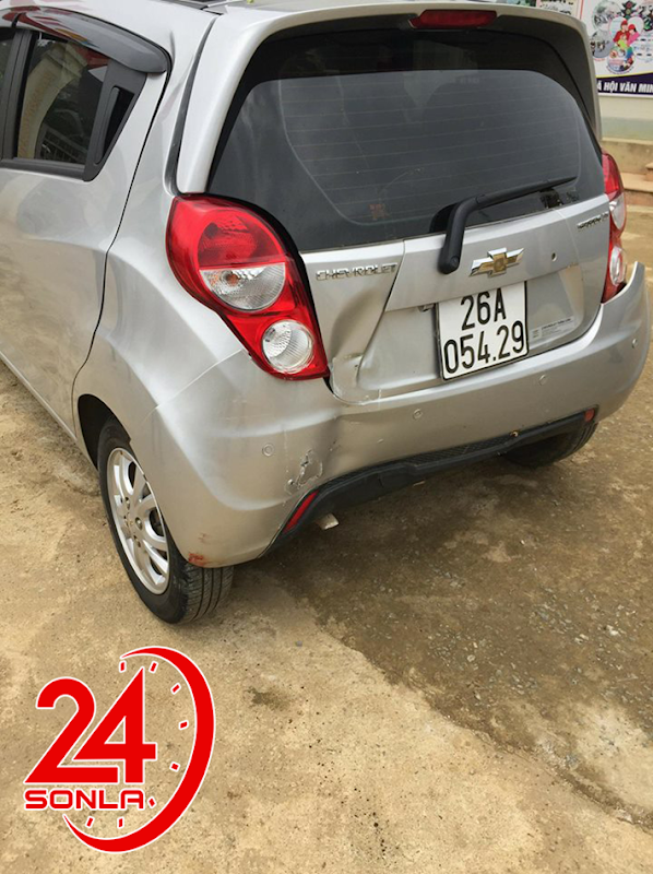 Vụ giáo viên lùi xe khiến 2 học sinh thương vong ở Vân Hồ, Sơn La: Cô giáo chưa có giấy phép lái xe là người cầm lái