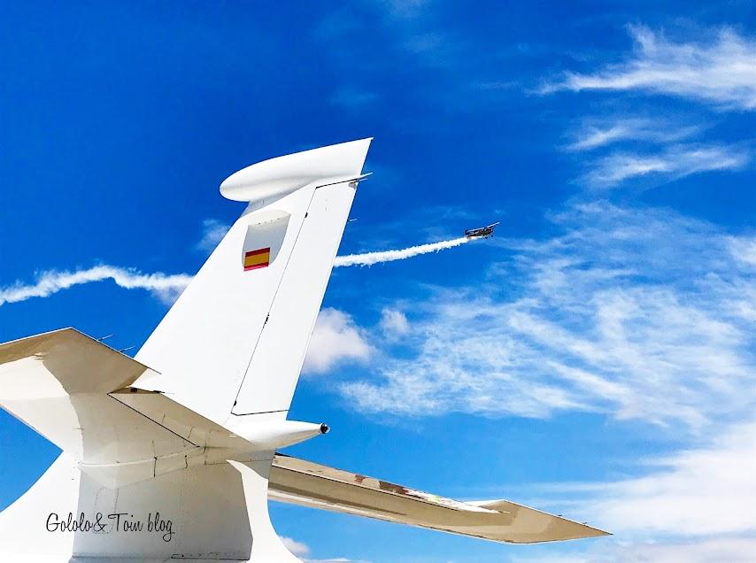 Aviones históricos en vuelo visita a Cuatro Vientos con niños
