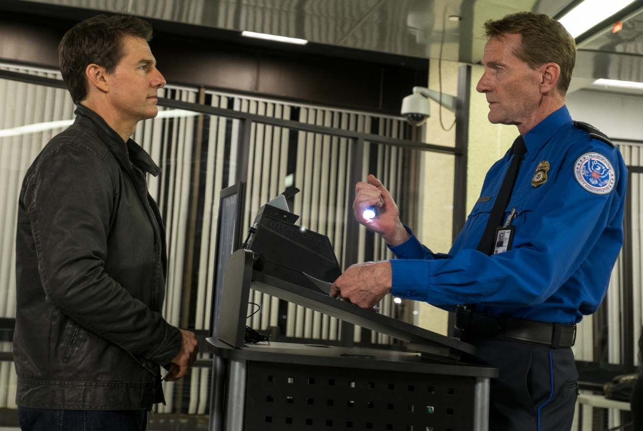 Left to right: Tom Cruise plays Jack Reacher and Lee Child plays a TSA Agent in JACK REACHER: NEVER GO BACK from Paramount Pictures and Skydance Productions.