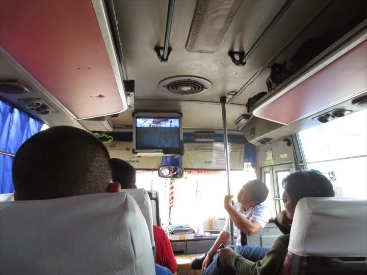 フィリピンラビットバスの車内の様子