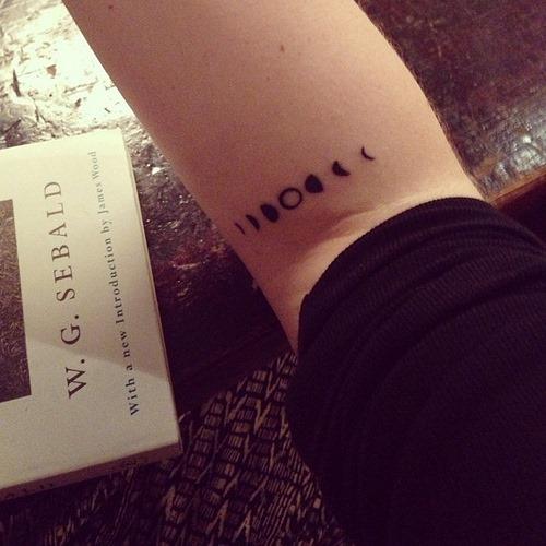 bonito_fases_da_lua_cotovelo_tatuagem