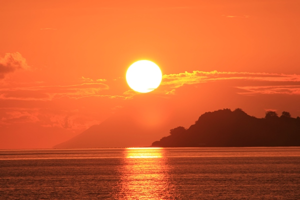 Sunset di Pulau Komodo indah kan?