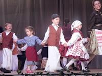 14 - A legkisebbek először voltak színpadon.JPG