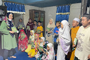 Motivasi Santri, Andi Nurhidayati Serahkan Bantuan Mushaf Al Qur'an di Bone