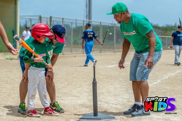 Juni 28, 2015. Baseball Kids 5-6 aña. Hurricans vs White Shark. 2-1. - basball%2BHurricanes%2Bvs%2BWhite%2BShark%2B2-1-55.jpg